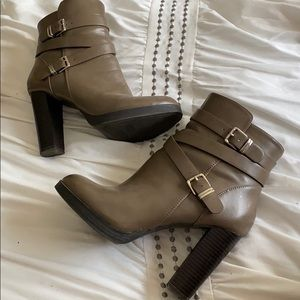 Forever 21 Gray Faux Leather Moto Bootie Sz8